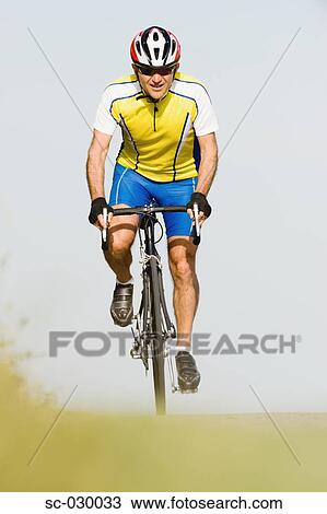 WWW_030033_COM_StockFoto-fietser,rijdendefiets,vooraanzichtsc-030033-ZoekStockbeelden
