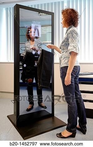 Image interactif miroir cela permet les personne for Miroir interactif