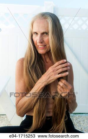 pelo largo frotar y tirar desnudo