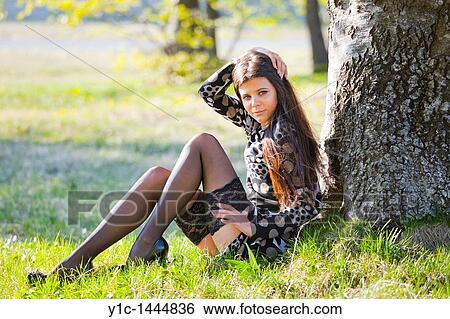 Flirten beine berühren Flirtsignale von Frauen richtig deuten -