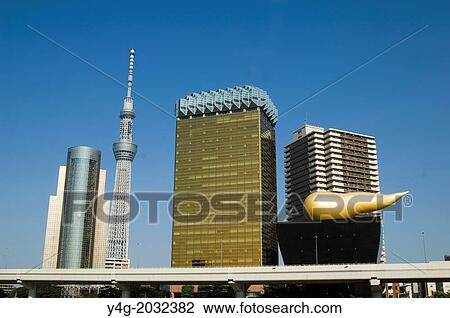 stock foto skytree turm auf sumida flu tokyo bei asakusa kannon tempel sensoji. Black Bedroom Furniture Sets. Home Design Ideas