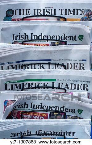 images irlandais journaux dehors a newsagents magasin dans limerick r publique irlande. Black Bedroom Furniture Sets. Home Design Ideas