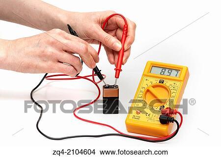 banque de photo mesurer batterie tension utilisation multim tre voltmeter zq4 2104604. Black Bedroom Furniture Sets. Home Design Ideas