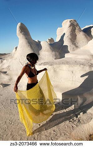 Archivio di immagini donna proposta appresso il for Cabine di roccia bianca