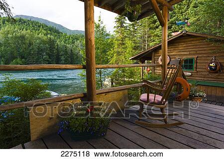 Fotos r stico caba a p rtico con silla en alaska for Portico rustico