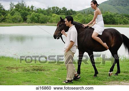 Schwarzes Pferd Reiten Frau Reiten Auf Pferd