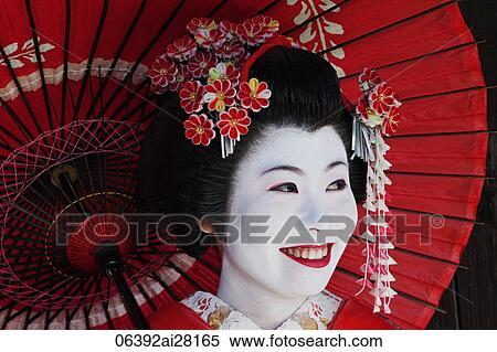Banco de imagem mulher japonesa em tradicional roupas for Mesa japonesa tradicional