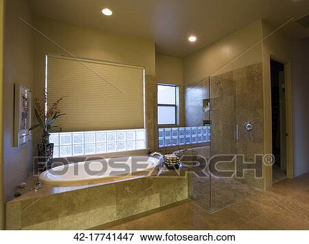 Beeld tijdgenoot badkamer met glas douchecabine 42 17741447 zoek stock fotografie foto - Badkamer met glas ...