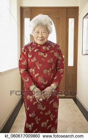 banques de photographies personne agee femme asiatique. Black Bedroom Furniture Sets. Home Design Ideas