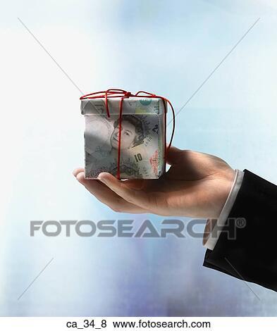 images homme affaires possession main bo te cadeau fait de livres britanniques ca 34 8. Black Bedroom Furniture Sets. Home Design Ideas