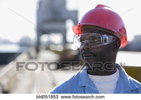 banque de photo m le am ricain africain ouvrier construction porter hardhat bld051853. Black Bedroom Furniture Sets. Home Design Ideas