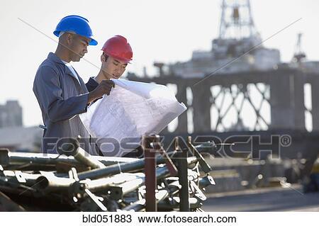 banque de photo multi ethnique m le ouvriers construction regarder tirages bld051883. Black Bedroom Furniture Sets. Home Design Ideas