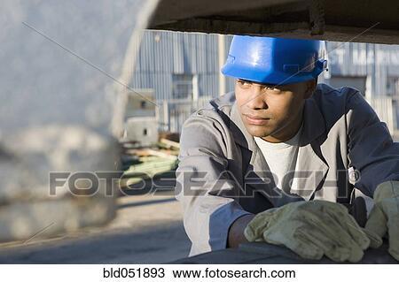 banque de photo m le am ricain africain ouvrier construction porter hardhat bld051893. Black Bedroom Furniture Sets. Home Design Ideas