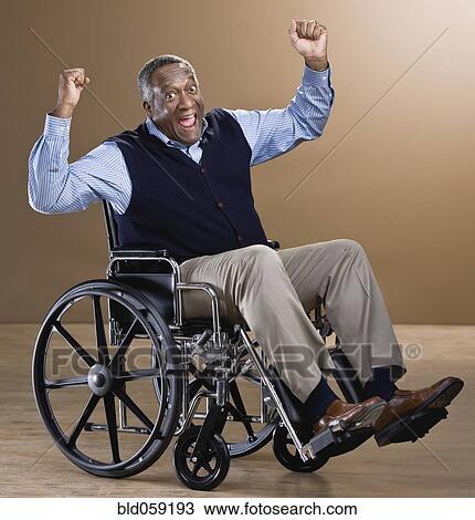 banque de photo homme africain applaudissement dans fauteuil roulant bld059193 recherchez. Black Bedroom Furniture Sets. Home Design Ideas