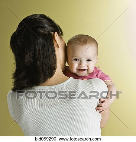 stock fotografie asiatische baby r ber schauen mother. Black Bedroom Furniture Sets. Home Design Ideas
