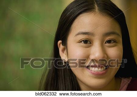 Avec de vrais adolescents asiatiques