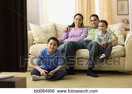 hispanic family watching tv - photo #4