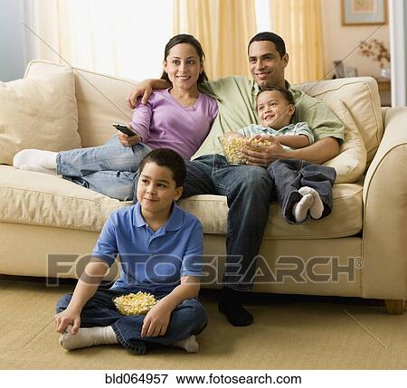 hispanic family watching tv - photo #7