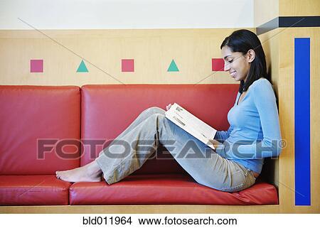 赤脚, 十几岁的女孩子阅读