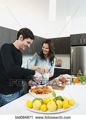 Banques de photographies couple confection d ner for Confection cuisine