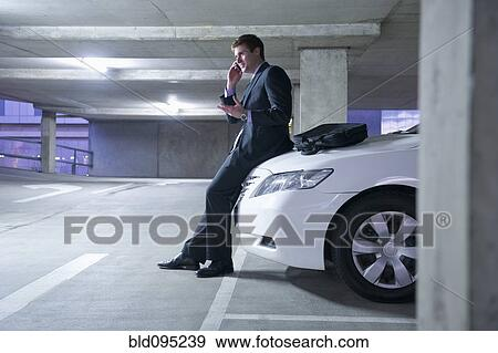 Banque de photographies caucasien homme affaires for Arret voiture garage