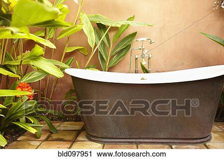 banques de photographies d mod baignoire dehors bld097951 recherchez des images des. Black Bedroom Furniture Sets. Home Design Ideas
