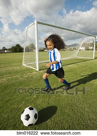 图吧 - 混合的竞赛, 女孩, 演奏英式足球 blm016