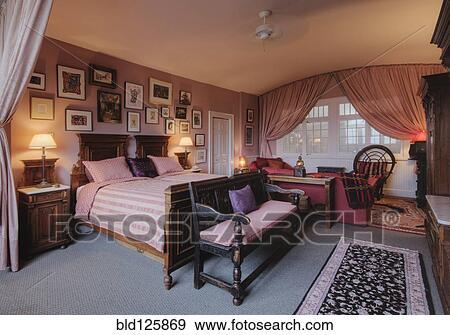 banque de photographies lit et banc dans chambre coucher bld125869 recherchez des. Black Bedroom Furniture Sets. Home Design Ideas