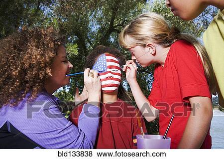 孩子, 绘画, 美国人旗, 在上, 朋友 s, 脸 放大图片