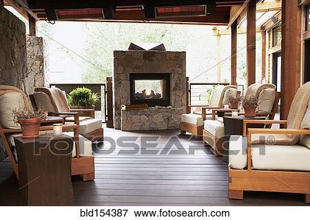 Immagine poltrone e caminetto su albergo ponte for Disegni ponte veranda
