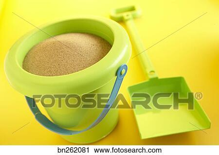 banques de photographies pelle et seau de sable. Black Bedroom Furniture Sets. Home Design Ideas