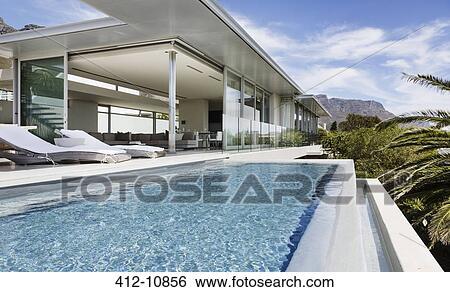Archivio di immagini piscina e patio di moderno for Disegni di casa patio