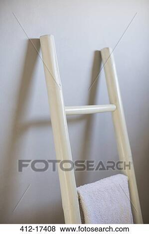 Bilder handtuch h ngen leiter in badezimmer 412 17408 suche stockfotos bilder print - Badezimmer leiter ...