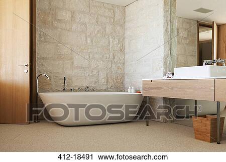 Archivio fotografico   muro pietra, dietro, ammollo, vasca, in ...