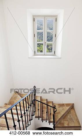 images escalier de maison luxe 412 00568 recherchez des photos des images des. Black Bedroom Furniture Sets. Home Design Ideas