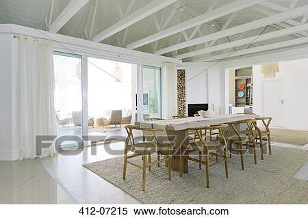 Stock bild tisch in luxus esszimmer 412 07215 suche stockfotos wandbilder fotografien - Luxus esszimmer ...