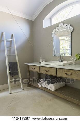 Bild - luxus, badezimmer, mit, handtuch, leiter 412-17287 ...