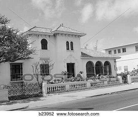 Archivio fotografico stile spagnolo costruzione casa for Numeri di casa in stile spagnolo