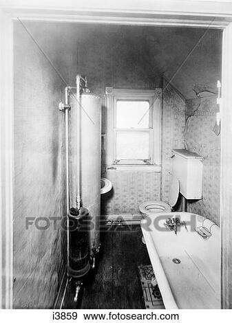 stock fotograf lheizger t badezimmer fr her i3859 suche stock fotografie poster bilder. Black Bedroom Furniture Sets. Home Design Ideas