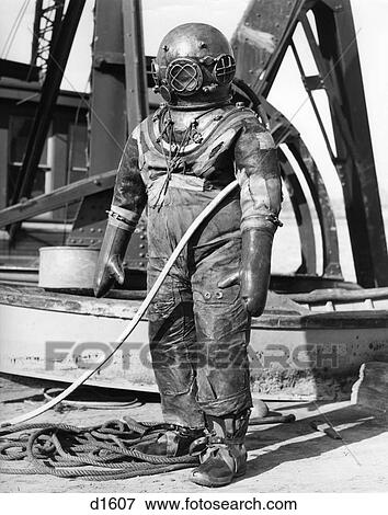 Picture Of 1940s Full Figure Of Man In Diving Suit D1607