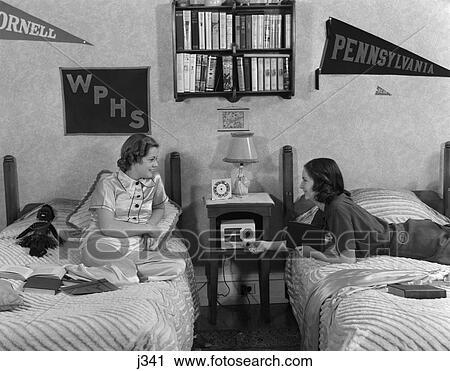 stock fotografie 1930s 1940s zwei jugendliche m dchen. Black Bedroom Furniture Sets. Home Design Ideas