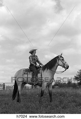 Banque de photo 1950s femme cowgirl sur cheval for Ranch occidentale