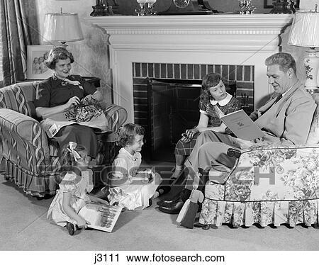 Stock fotografie 1950s familie von f nf mutter for Wohnzimmer 1950
