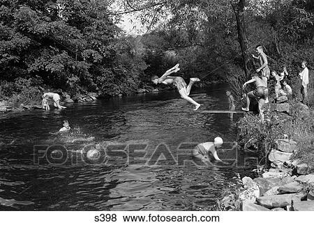Images 1950s Gar 231 Ons Filles Groupe Natation Dans