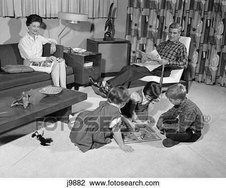 Stock foto 1960s familie von 5 wohnzimmer mutter for Wohnzimmer 1960