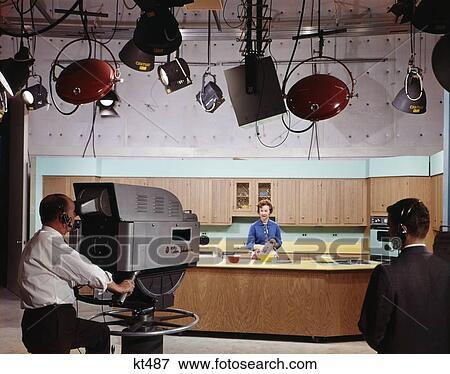 Beeld 1960s televisie station verfilming het koken tonen met topkok directeur en for Beeldkoken