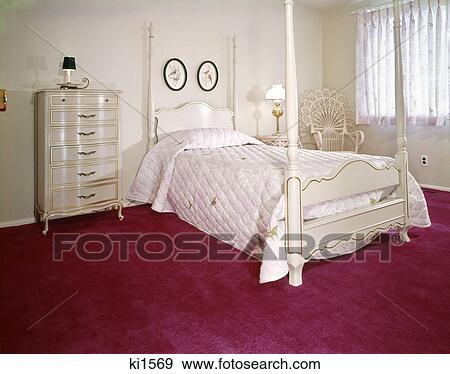 ... , rieten stoel, en, helder, fuchsia, carpeting Bekijk Grotere Foto