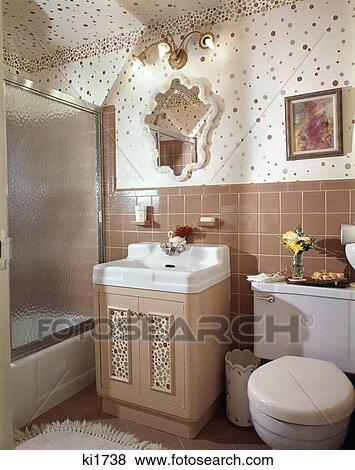 Fotos 1960s interior de beige embaldosado ba o for Cuartos de bano beige