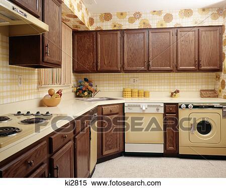 stock bild 1970s kueche innere mit gelb ger te und abdruck tapezieren ki2815 suche. Black Bedroom Furniture Sets. Home Design Ideas