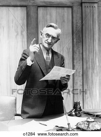 banque de photo 1930s homme g dans bureau tenir bureau faire gestes lev doigt. Black Bedroom Furniture Sets. Home Design Ideas